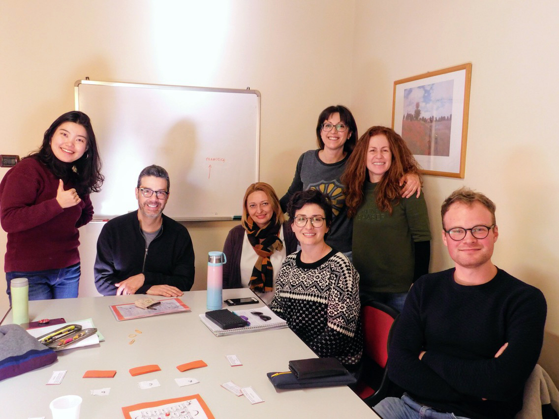Insegnante e studenti di un corso di lingua